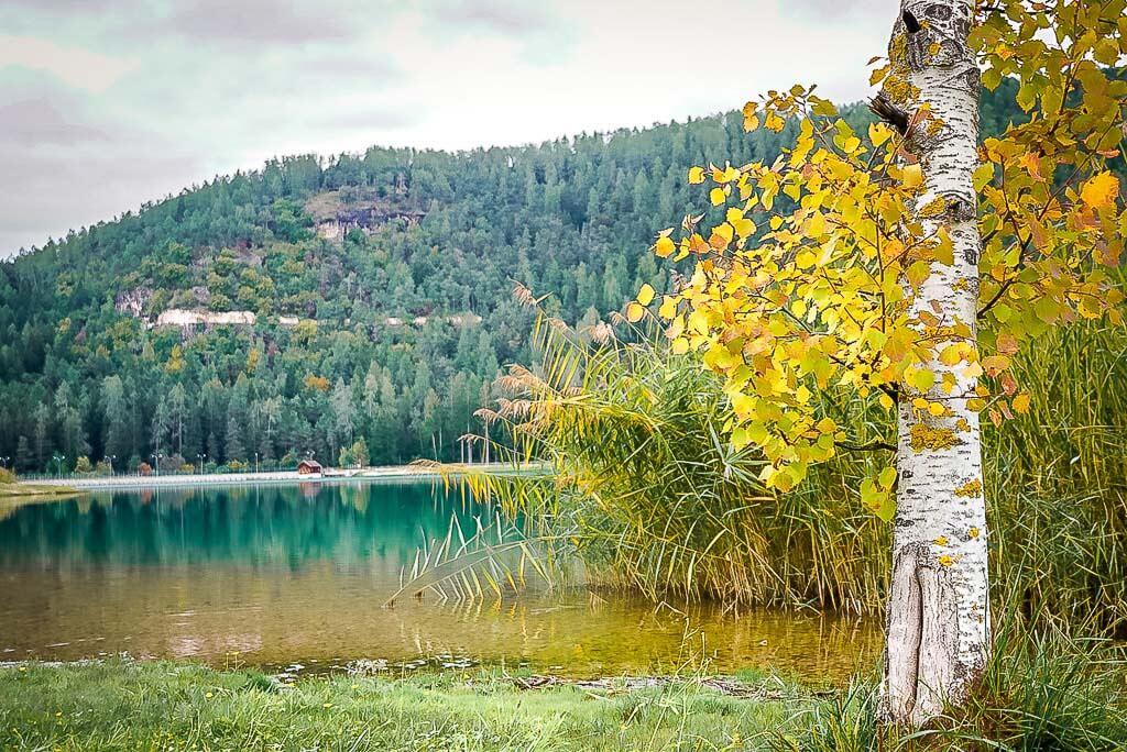 Wanderung von Meran zum Gardasee - See in Corédo im Trentino