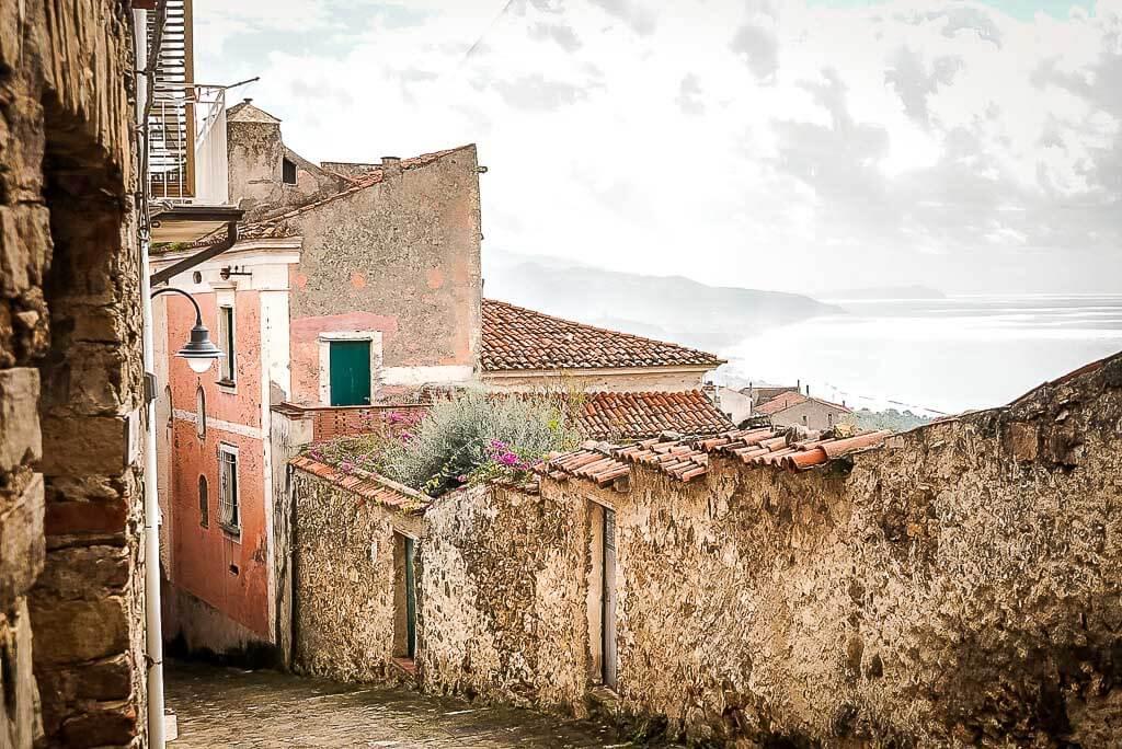 Frosch Sportreisen Wanderung nach Casal Velino Paese - Dorfidylle mit Meerblick