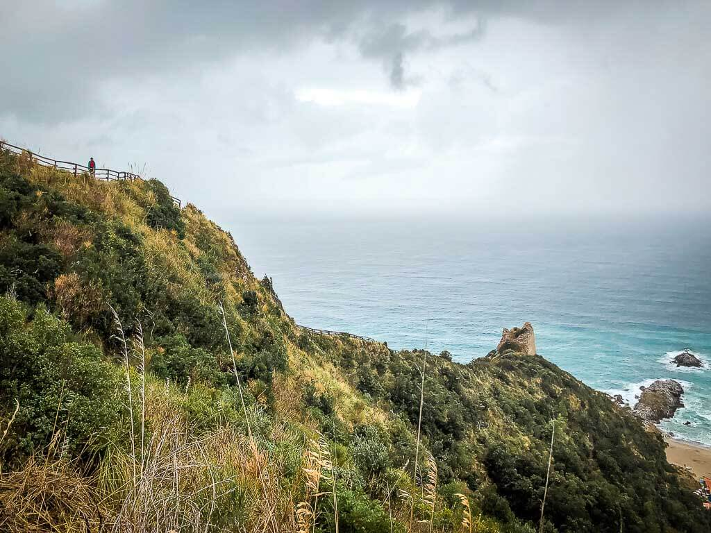 Frosch Sportreisen Wanderung im Cilento zu den Klippen von Ascea auf dem Weg der Liebenden