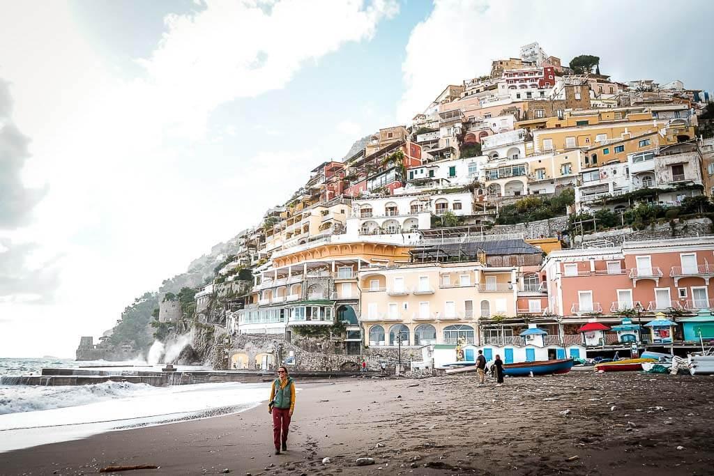 Couchflucht Sabrina Bechtold am Strand von Positano an der Amalfiküste