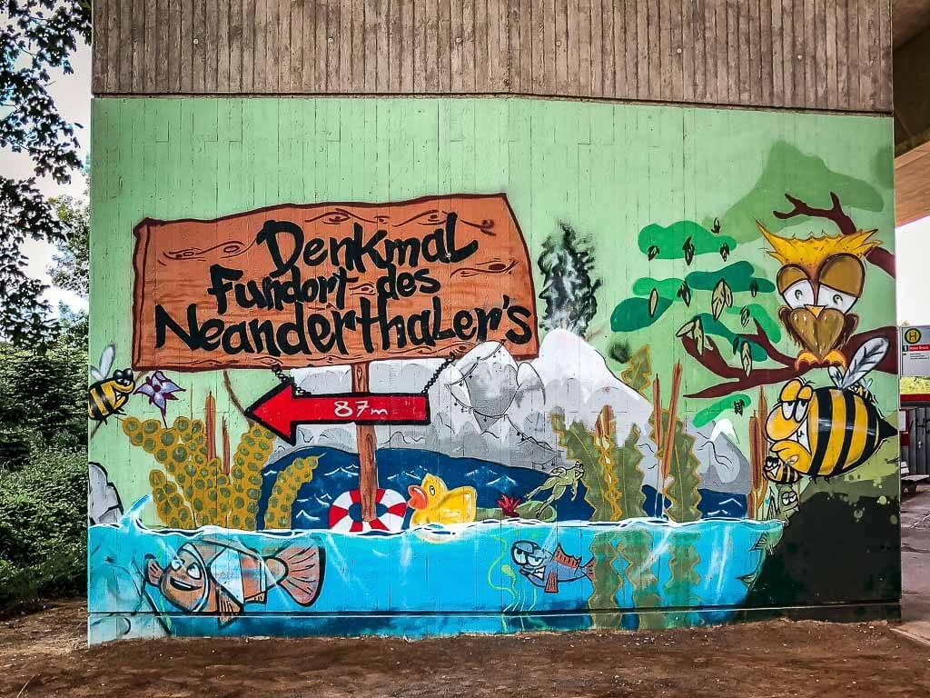 Streetart Denkmal Fundort des Neanderthalers in Erkrath