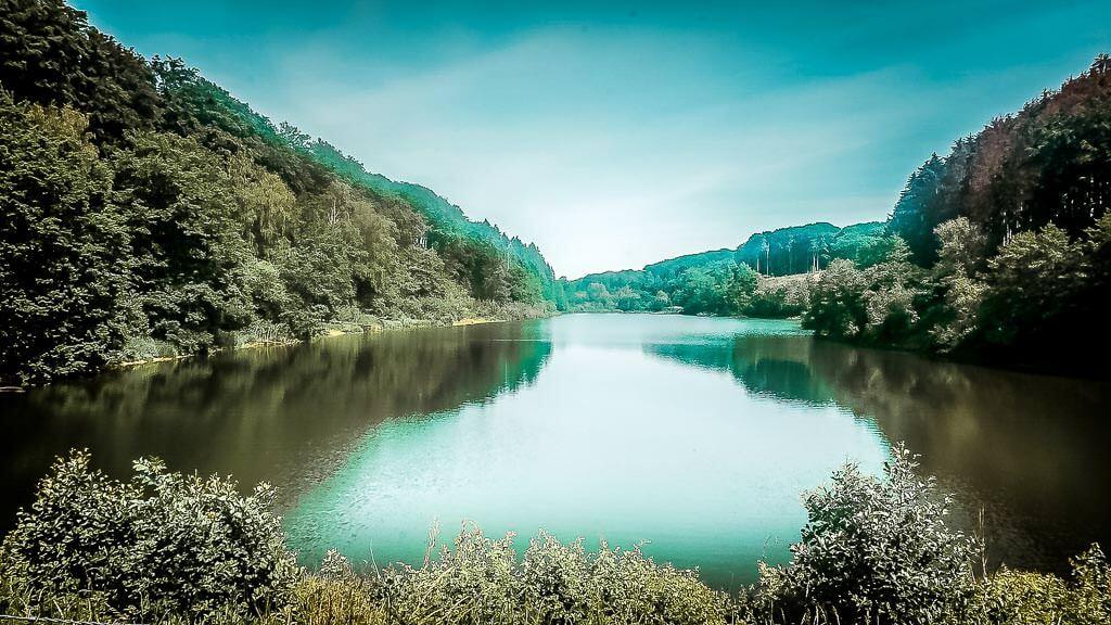 Bergisches Land Wandern an der Diepentalsperre bei Leichlingen