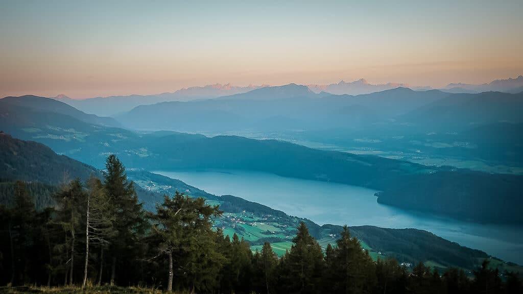 Die schönsten Orte in Österreich - Millstätter See im Sonnenuntergang von der Alexanderalm aus