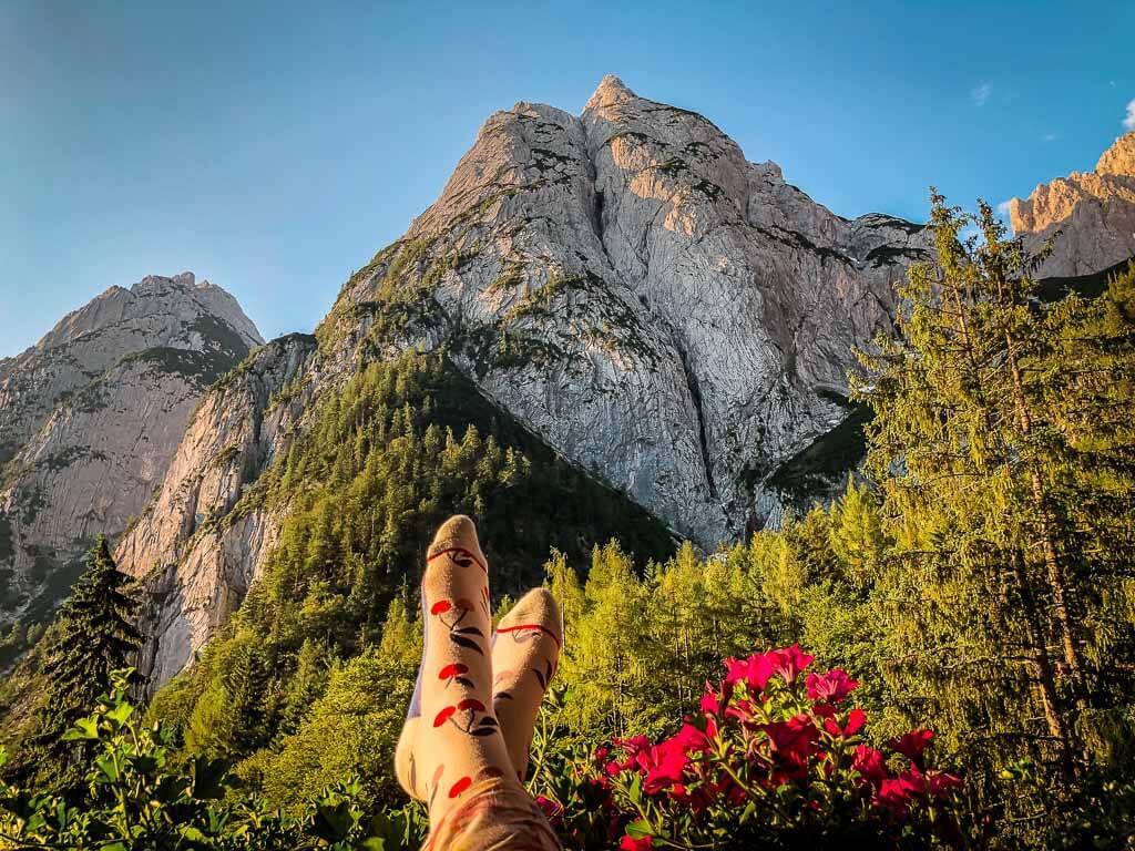 Ausblick auf den Wilden Kaiser vom Balkon der Griesner Alm im Kaiserbachtal