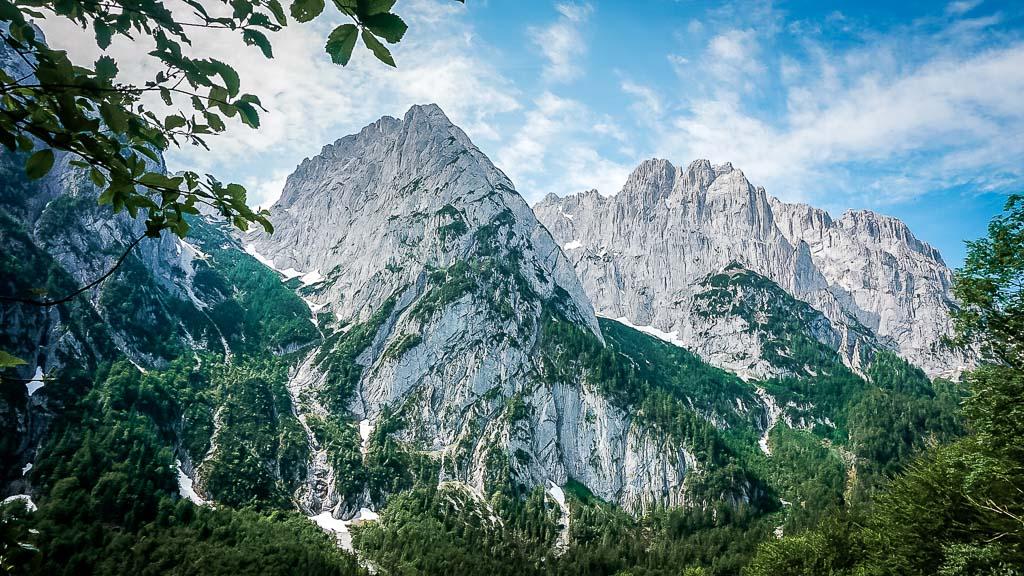Die schroffen Felsformationen des Wilden und Zahmen Kaisers im Kaiserbachtal