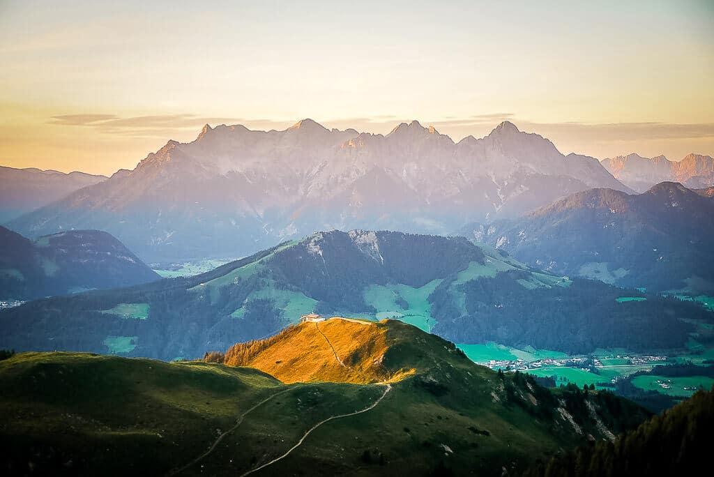 Die schönsten Orte in Österreich - Sonnenuntergang vom Wildseeloderhaus mit Blick auf die Loferer Steinberge.