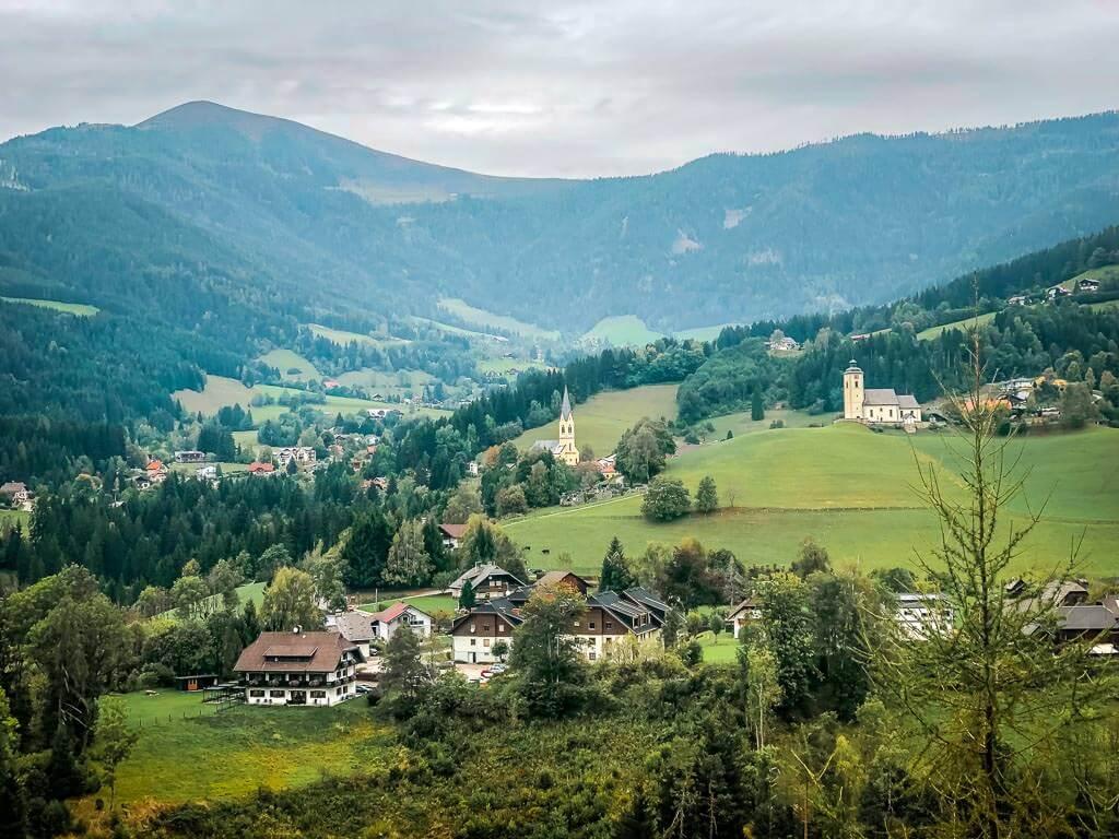 Nockberge Wandern Arriach Dorf und Umgebung