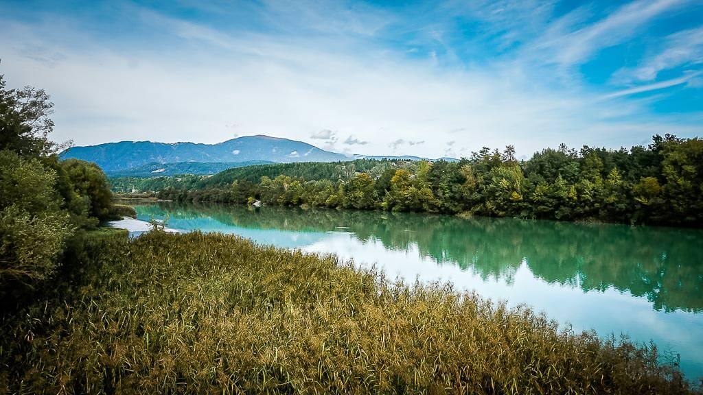 Drau mit Naturschutzgebiet in Kärnten