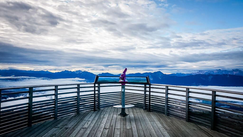 Aussichtsplattform auf dem Gerlitzen-Gipfel zum Sonnenaufgang