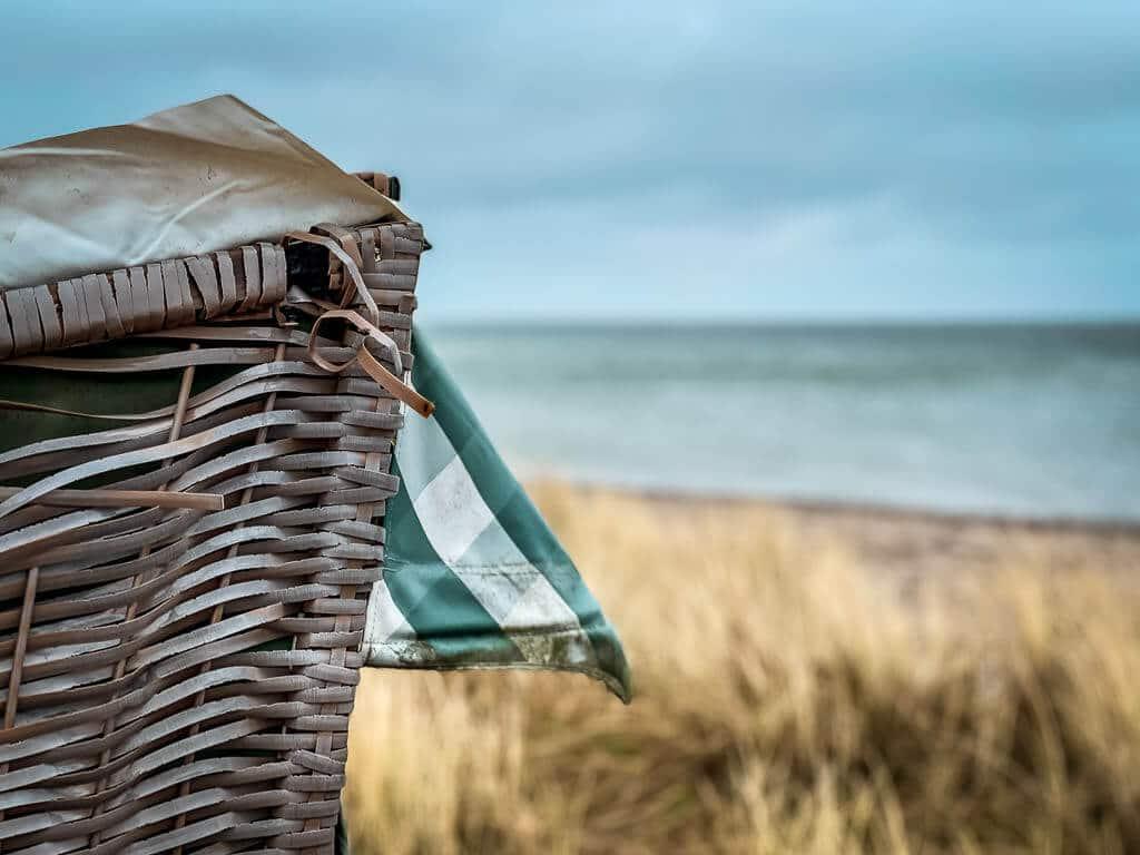 Strandkorb an der Ostsee am Naturstrand zwischen Langholz und Waabs