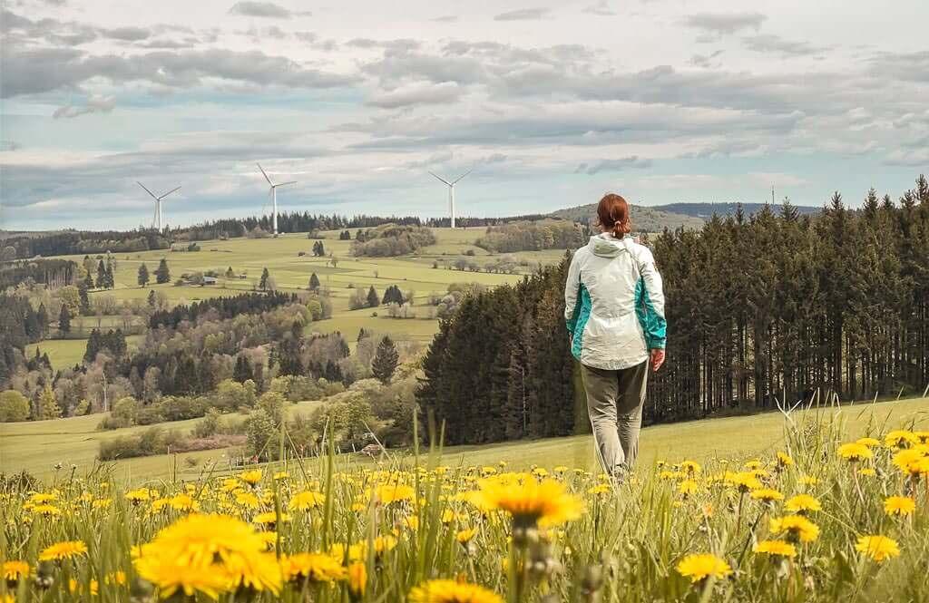 Couchflucht Sabrina Bechtold wandert im Frankenwald auf dem 12 Apostel Weg.