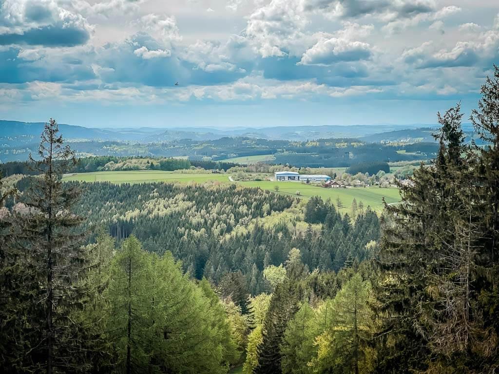 Frankenwald Wandern am Trekkingplatz Döbraberg mit Aussicht