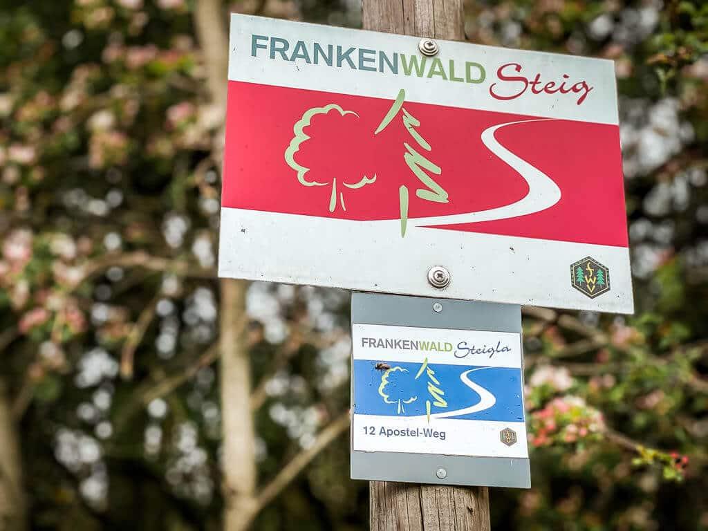 Frankenwald Wandern - Markierung des FrankenwaldSteig und FrankenwaldSteigla