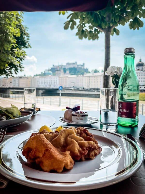 Salzburg Sacher Grill - Wiener Schnitzel am Salzachufer mit Ausblick