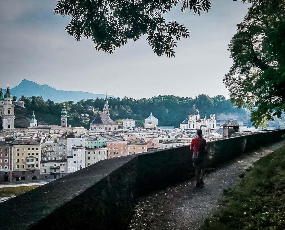 Salzburg Wandern auf dem Basteiweg am Kapuzinerweg
