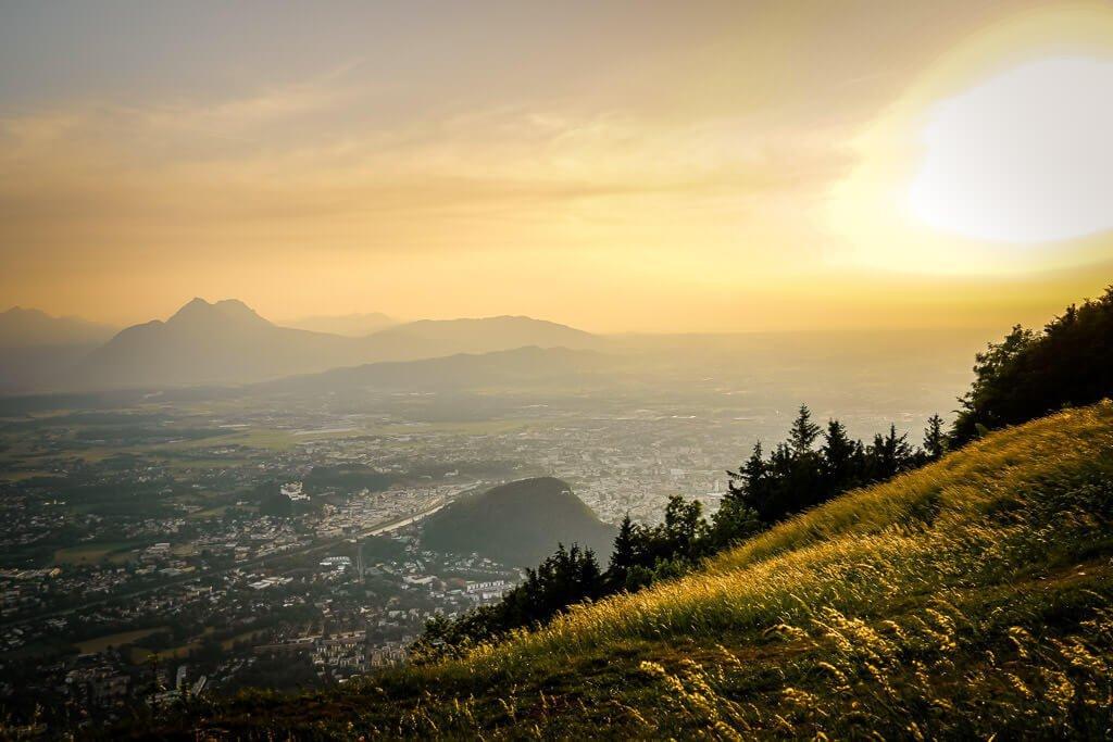 Salzburg Wandern zum Sonnenuntergang auf den Gipfel des Gaisbergs