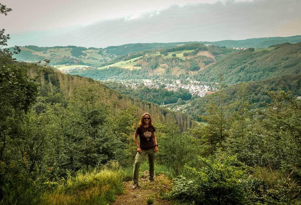 Couchflucht Sabrina Bechtold auf dem Gipfel des Bärenkopps im Westerwald