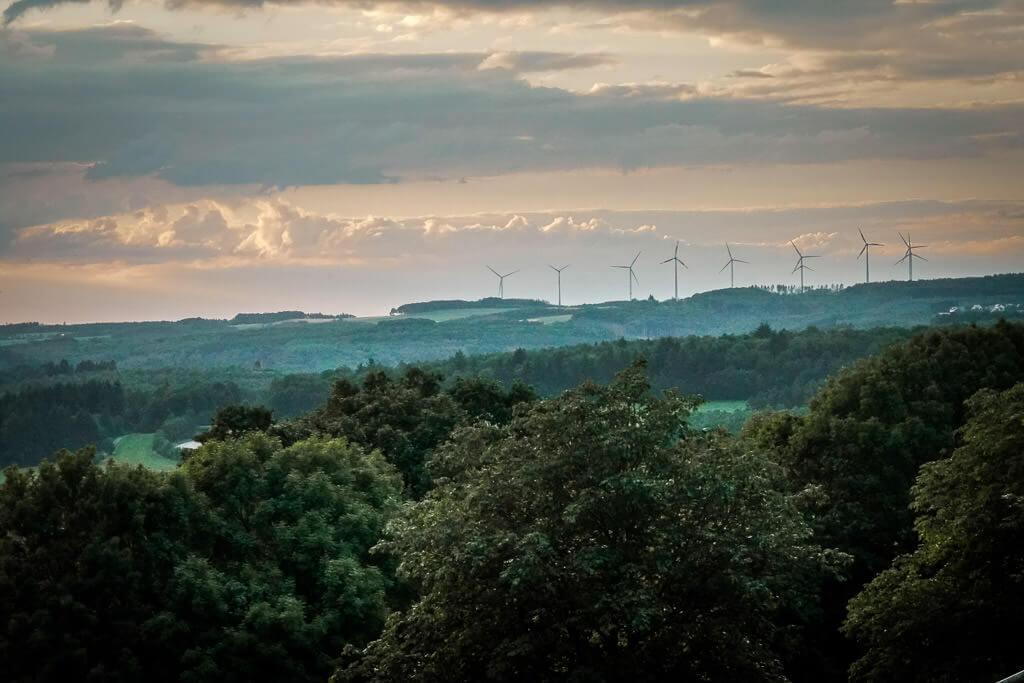 Sonnenuntergang im Westerwald von der Terrasse des Parkhotels Hachenburg