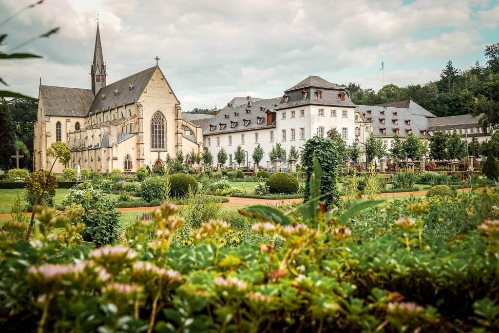 Kloster Marienstatt mit Klostergarten und Basilika