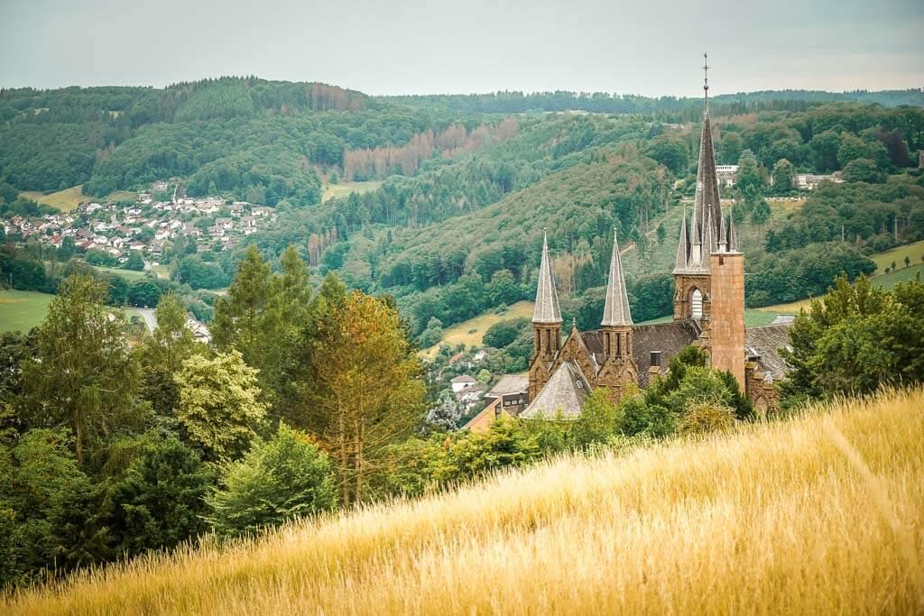 Kloster St. Marienhaus in Waldbreitbach auf der Wäller Tour Bärenkopp