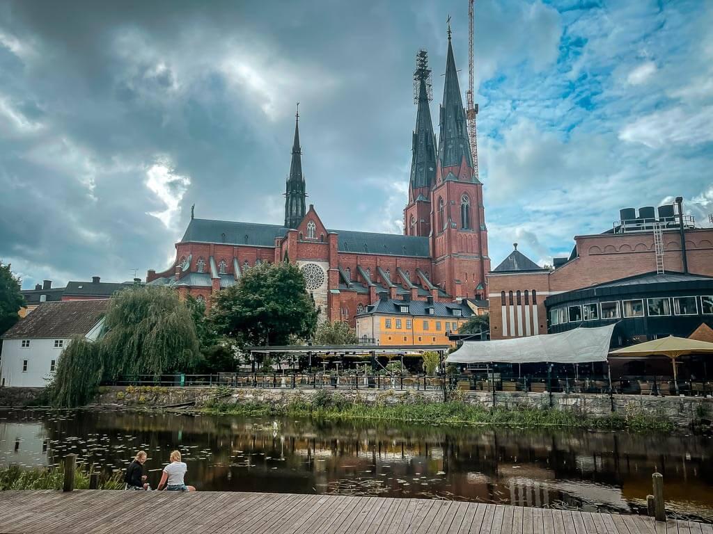 Dom und Flussufer in Uppsala