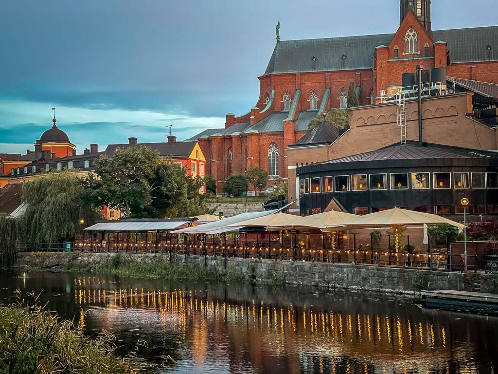 Uppsala Saluhallen am Fyrisan und Dom