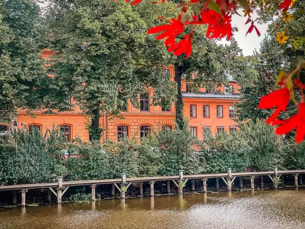 Stadtidylle mit Fluss Fyrisan in Uppsala in Schweden