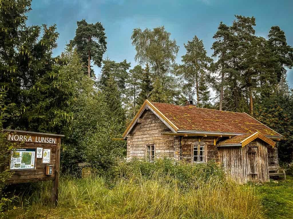 Uppsala Wandern auf dem Upplandsleden mit Schutzhütte Lunsentorpet