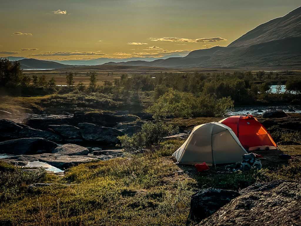 Zwei Zelte von Big Agnes Copper Spur beim Trekking auf dem Kungsleden