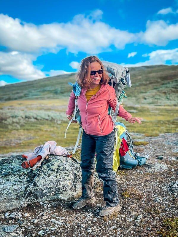 Couchflucht Sabrina Bechtold mit Vaude Fleecejacke beim Trekking in Lappland