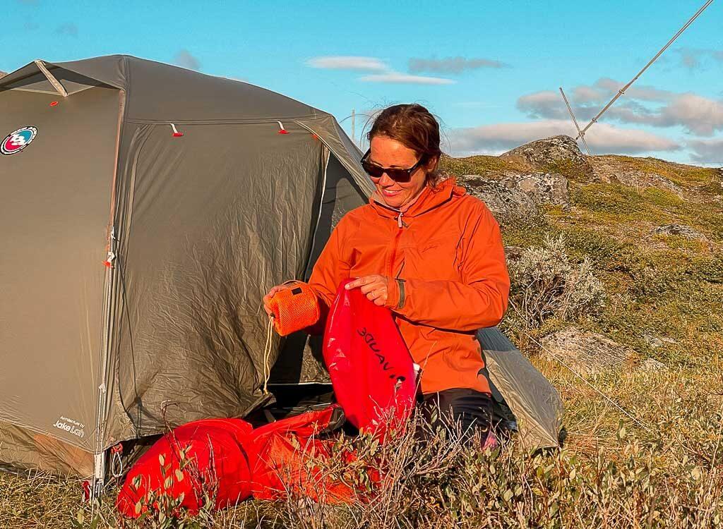 Couchflucht Sabrina Bechtold beim Trekking mit Zelt in Lappland