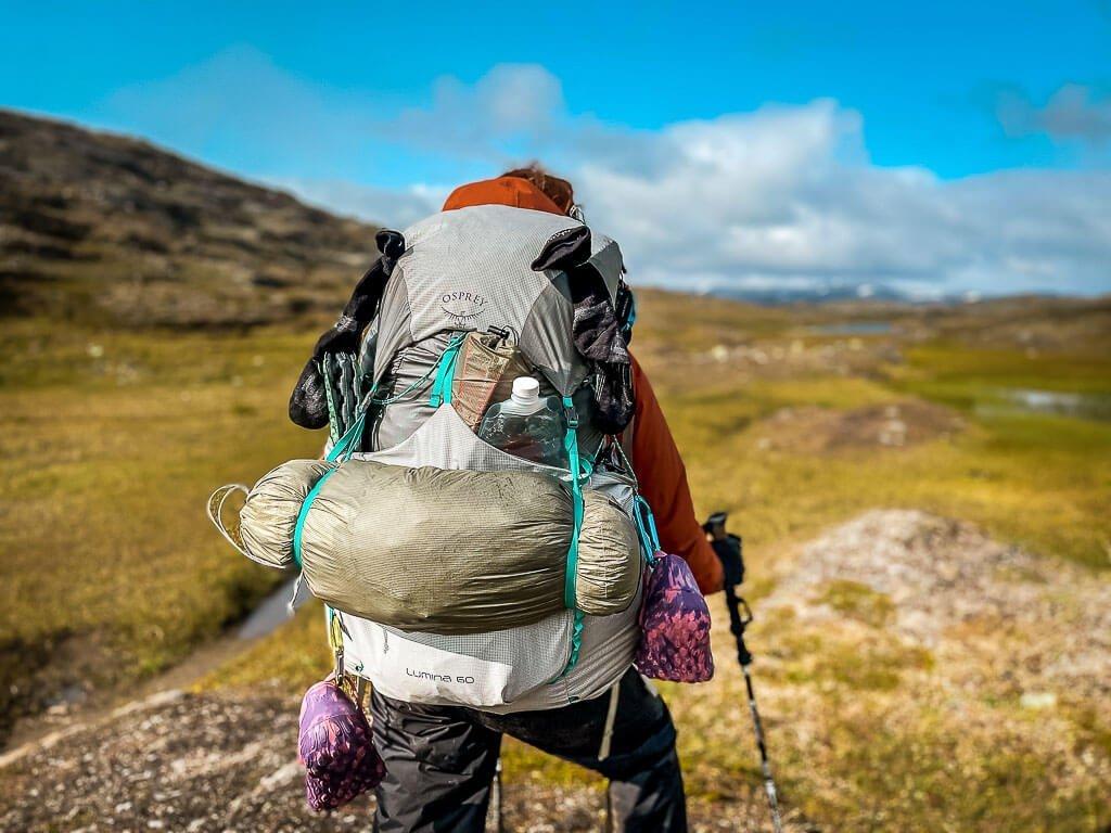 Rucksack Osprey Lumina 60 beim Trekking in Lappland mit Couchflucht