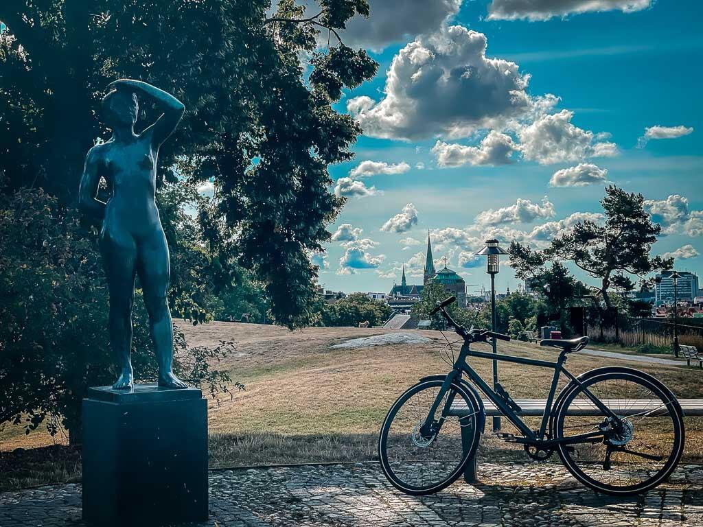 Stockholm Seven Summits Fahrrad im Park von Vanadislunden