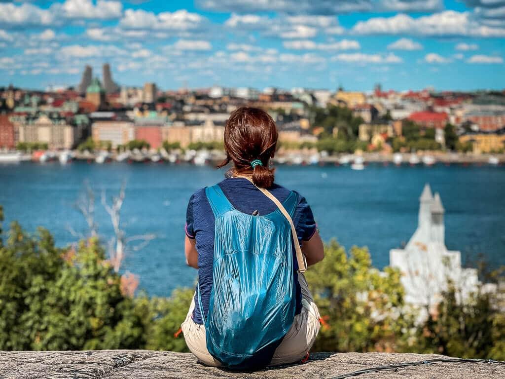 Stockholm Kurztrip Couchflucht genießt die Aussicht